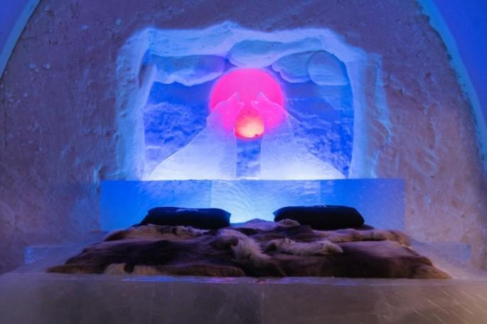 suite-arctic-snow-hotel-rovaniemi-lapland-finland-2-825x550.jpg